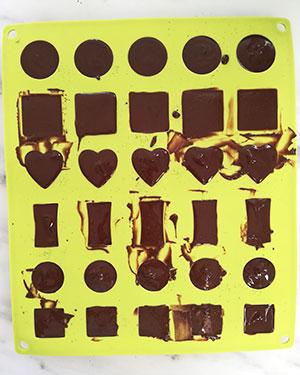 mouler le chocolat